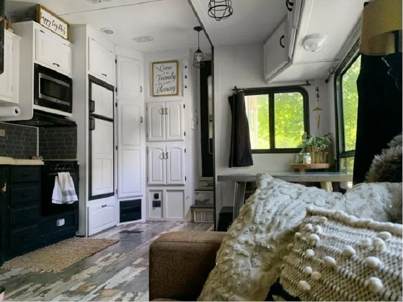 Tiny home on wheels that looks nice for a couple and three dogs 3