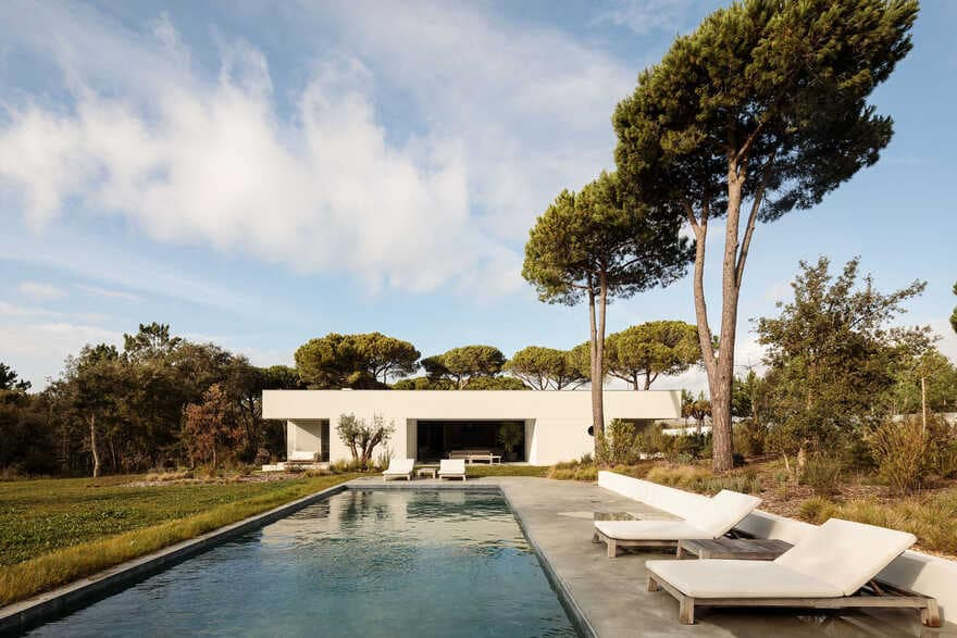 Amazing white house with concrete ceiling and large outdoor areas 1