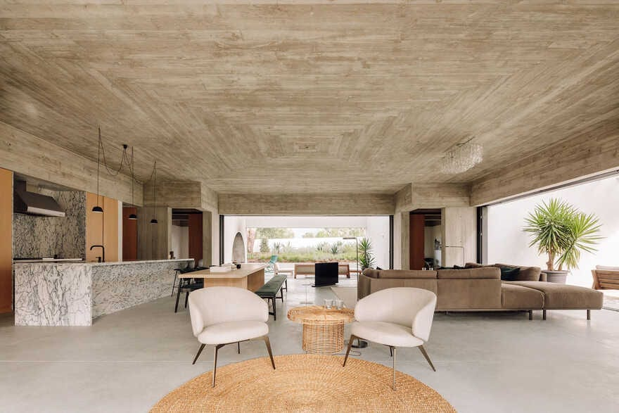 Amazing white house with concrete ceiling and large outdoor areas 2