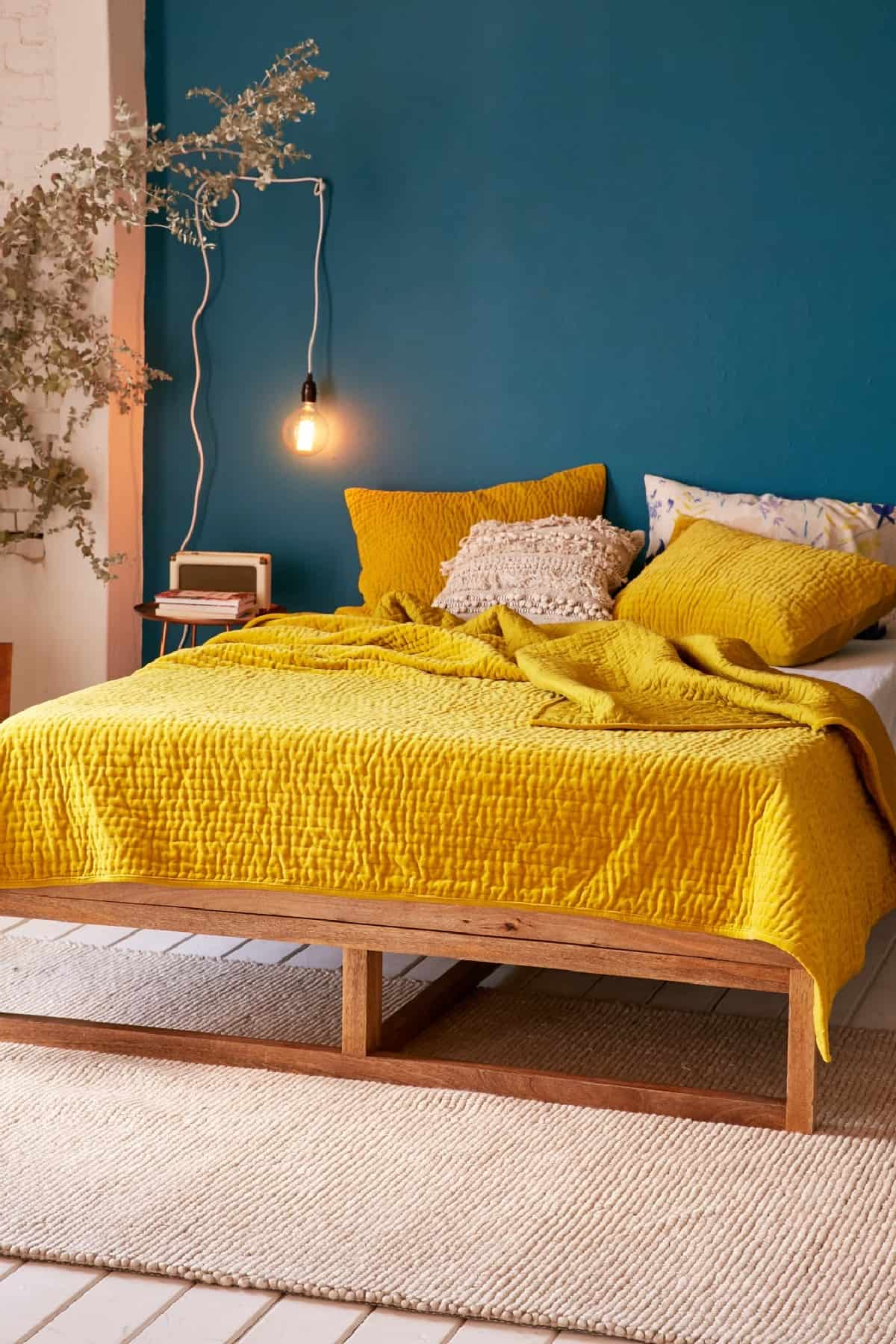Tüm Gün Büyüleyici Parlak ve Yatak Odası İçin Sarı Renk Kullanmanın Çekici Yolları Hardal sarısı