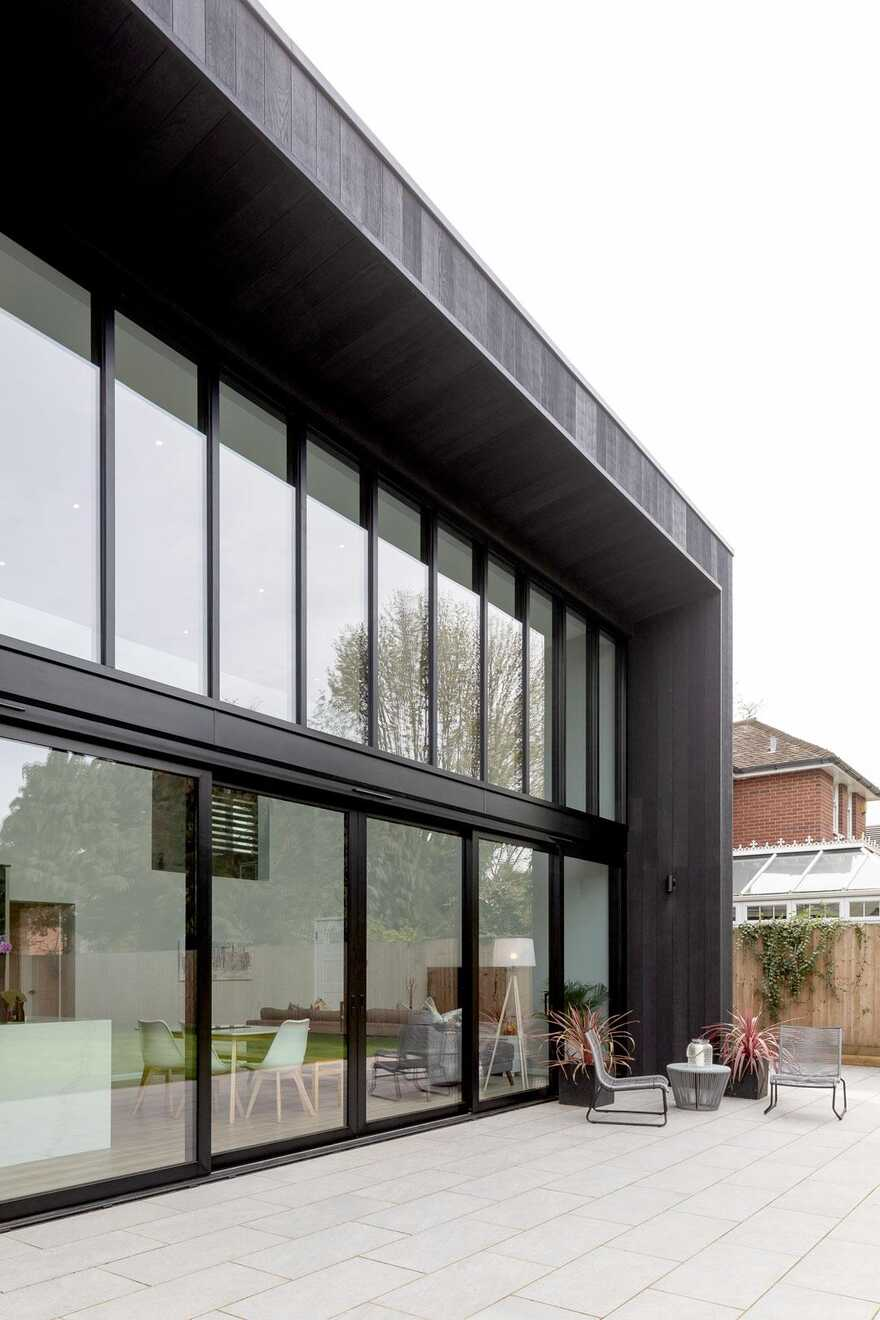 Sophisticated family house that has a direct connection to the rear garden 1
