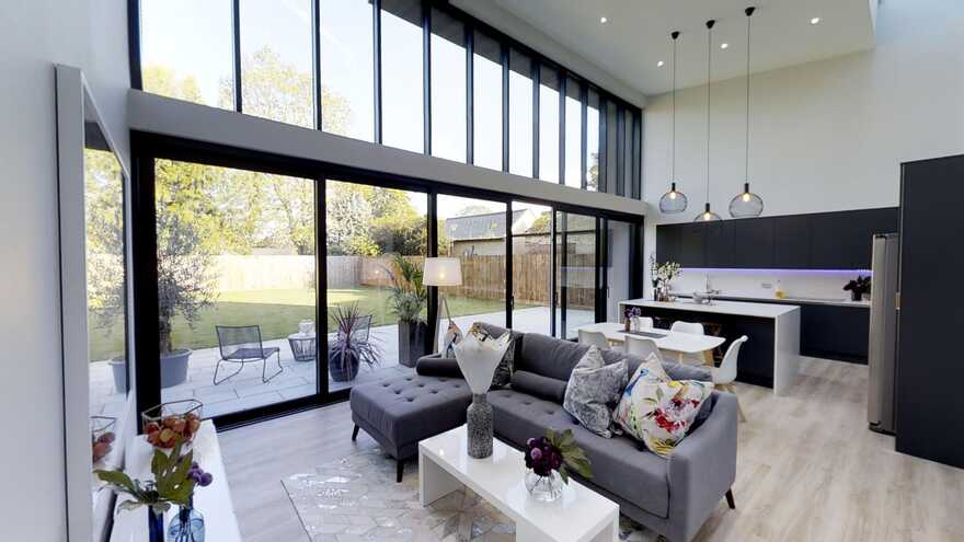 Sophisticated family house that has a direct connection to the rear garden 5
