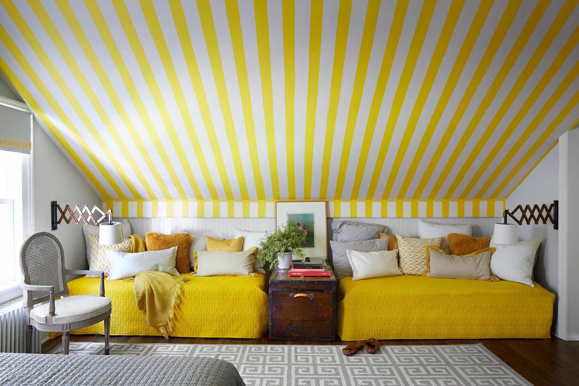 Tüm Gün Büyüleyici Parlaklık Ve Yatak Odası İçin Sarı Rengi Kullanmanın Çekici Yolları