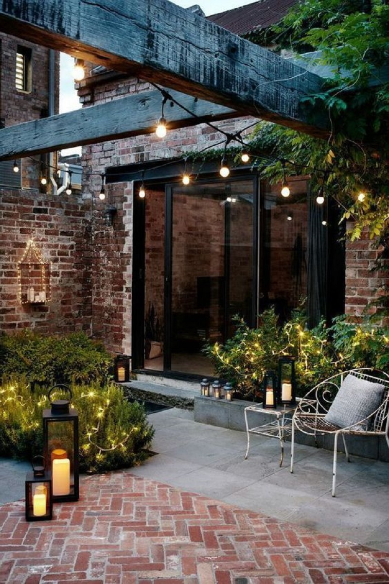Tiny chic backyard clad
