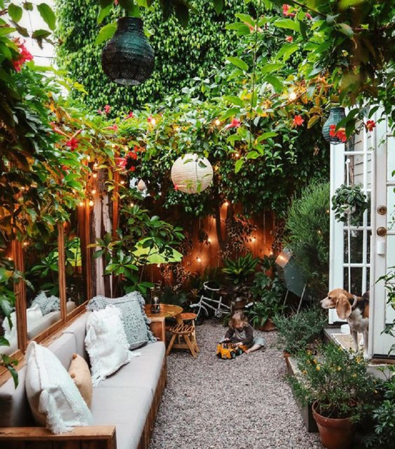 Very cozy small backyard