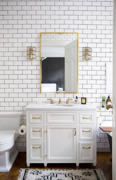 13-white-subway-tiles-look-cool-with-gold-accents