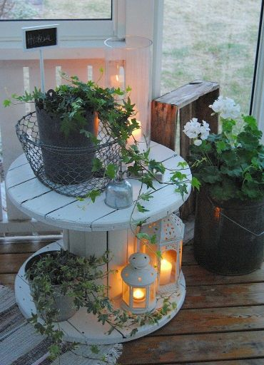 Scandinavian-spool-cable-veranda-table