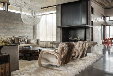 Fluffy-chairs-rattan-chandelier-rustic-wall-decor-for-living-room