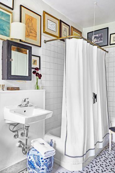 Gallery-wall-ideas-hbx030120bathroom-001-1581533163