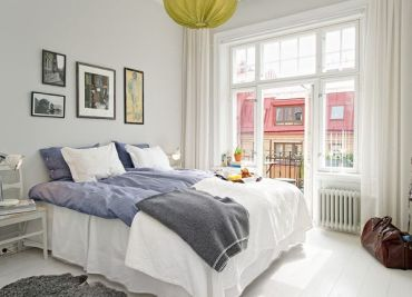 Relaxed-white-bedroom