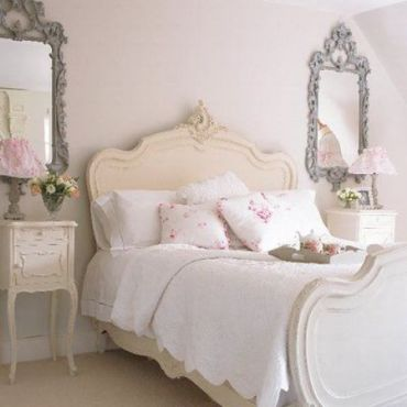 16-vintage-framed-mirrors-bedside-tables-and-a-cream-colored-bed-give-a-tone-to-the-whole-space