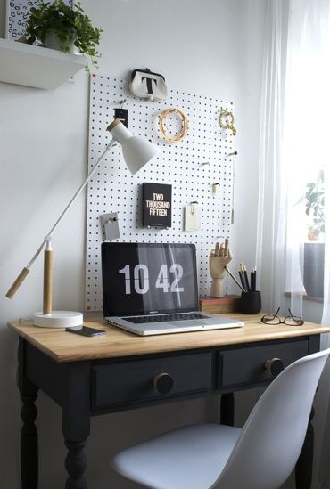 20-white-pegboard-with-hooks-for-storage-over-the-desk