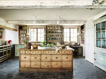 Farmhouse-kitchen-wood-1548268391