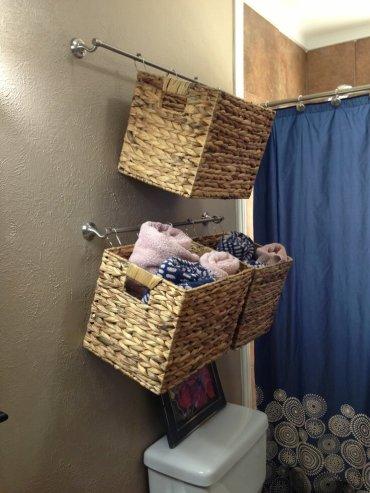 01-hanging-bathroom-storage-ideas-homebnc