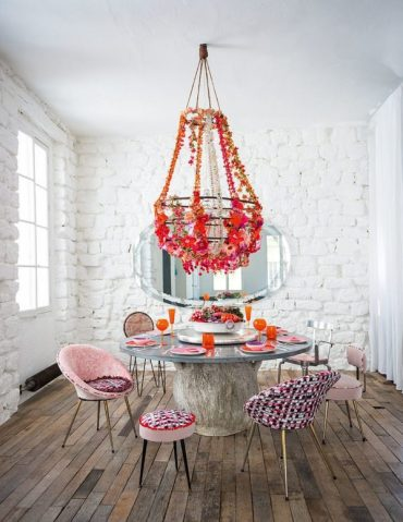 Fabulous-shabby-chic-dining-room-with-floral-beauty-and-pops-of-pink-600x776