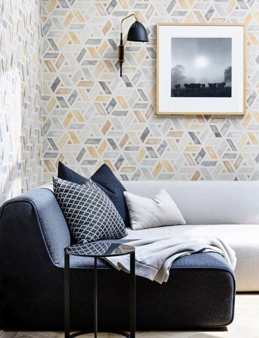 Lovely-wallpaper-with-original-watercolour-design-by-quercus-co-steals-the-show