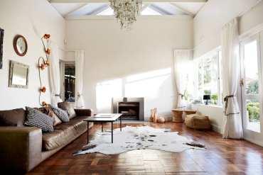 Modern-rustic-living-room-2_klaus-vedfelt_getty-images