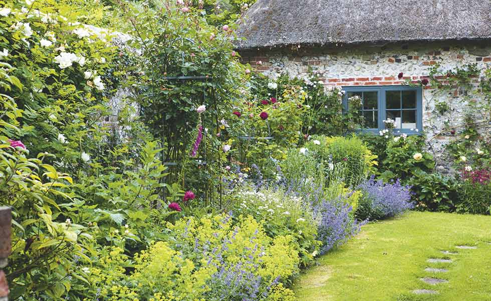 Simple Tips to Create A Cottage Garden Design