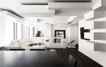 White-living-room-ideas-geometric-ceiling-wall-shelf-dining-table-white-couches-tv-windows-blinds