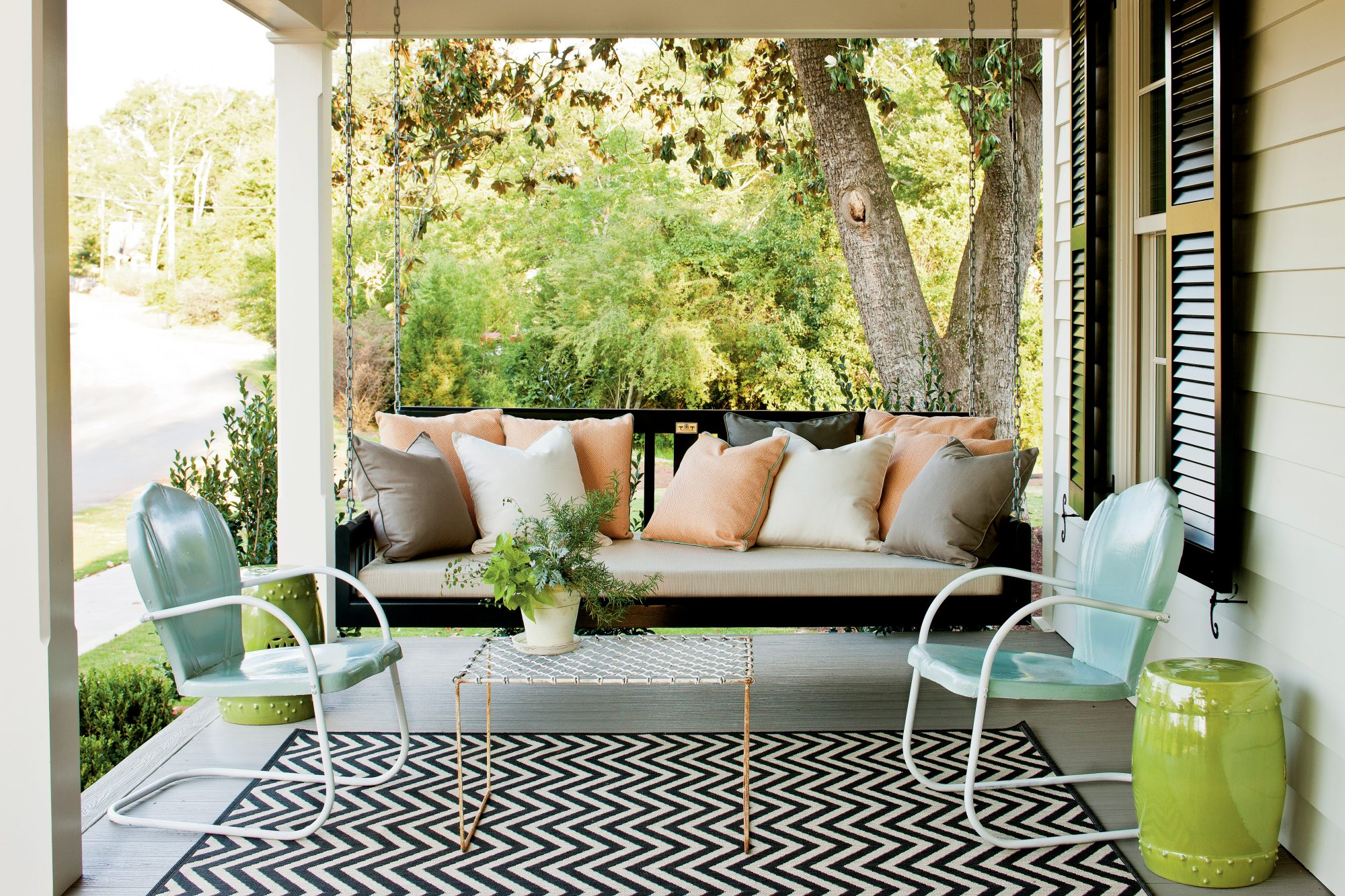6 Creative Ways to Make the Most of Small Front Porch