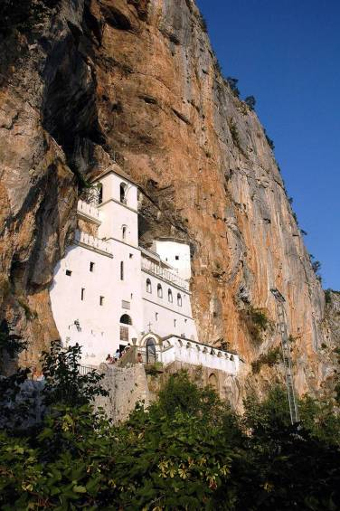 Ostrog-The-Monastery-in-Rocks