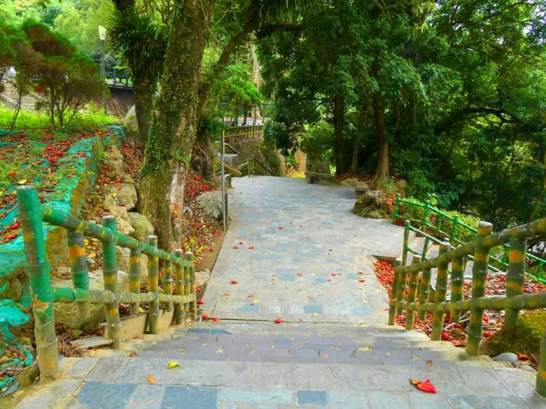 水火同源旁石階 | 自然的森林步道 | 關子嶺 | Guanziling | 白河 | 臺南 | 臺灣 | 巡日旅行攝