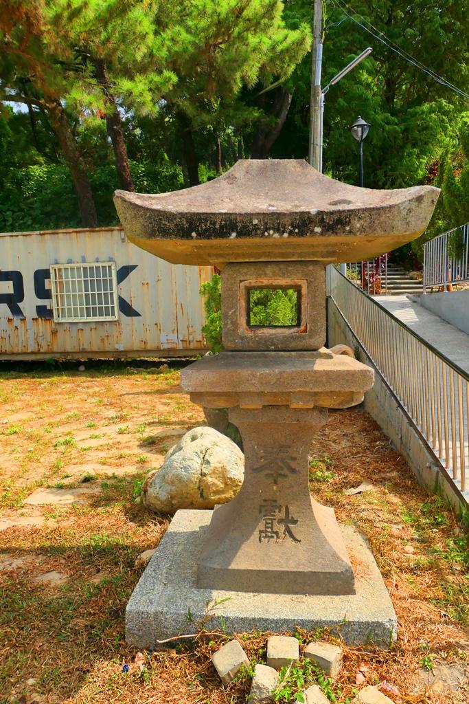 石燈籠 | 右邊通往龍過脈森林步道的入口 | 林內神社遺跡廣場 | 林內 | 雲林 | 巡日旅行攝