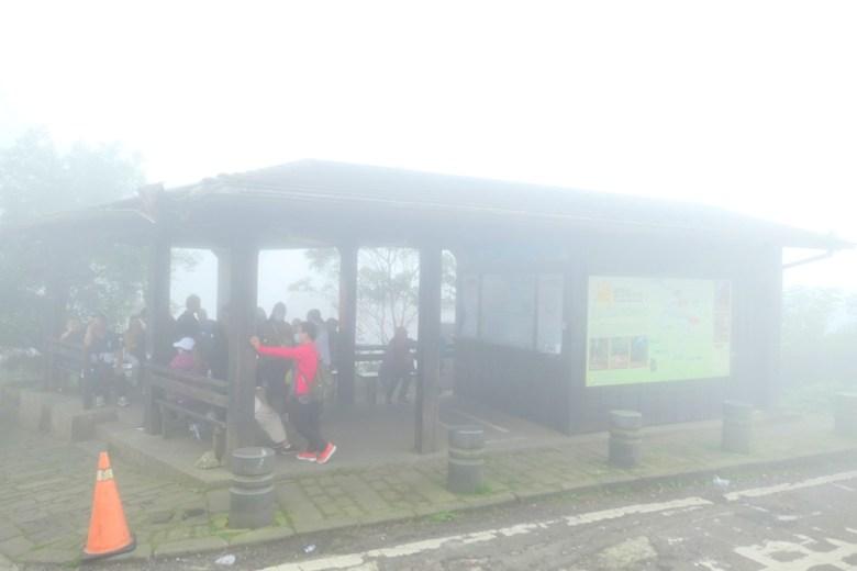 奮起湖老街附近公車亭 | 霧氣繚繞 | 奮起湖 | 阿里山 | 嘉義 | 臺灣 | 巡日旅行攝