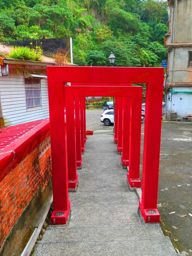 有點和風感的大紅框隧道 | 關子嶺天梯入口前 | 臺南 | 臺灣 | 巡日旅行攝