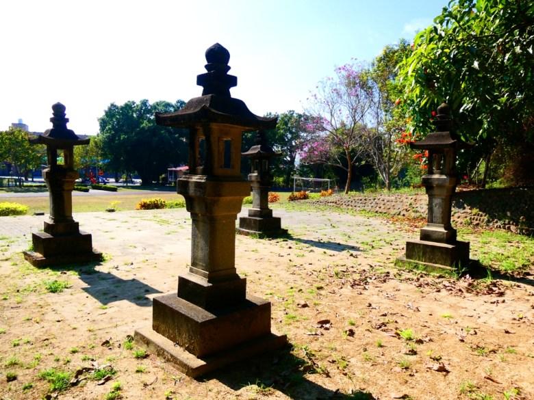 神社第二階平臺 | 洋紅風鈴木 | 日式氛圍 | 大內國小校內神社遺跡 | 大內區 | 台南 | 臺灣 | Taiwan | RoundtripJp