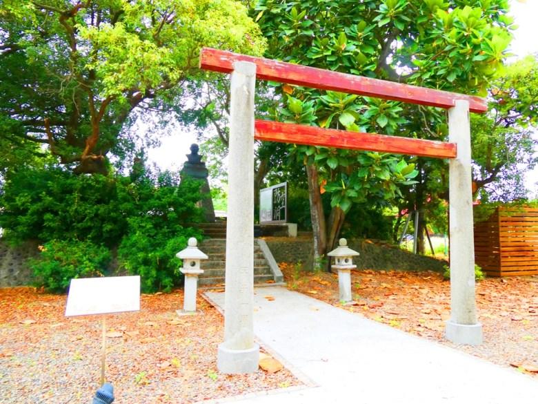 蒜頭神社鳥居 | 蒜頭神社石燈籠 | 蒜頭神社本殿 | 百年老榕樹 | 國父銅像 | SuanTou | Lioujiao | Chiayi | RoundtripJp