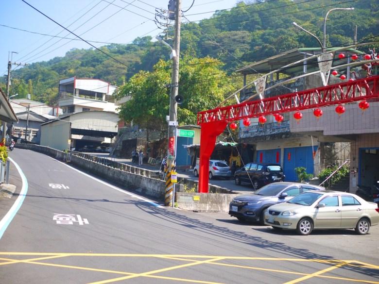 集興宮紅色大牌樓 | 湖水里八重櫻秘境入口與免費停車場 | 湖水 | 員林 | 彰化 | 巡日旅行攝