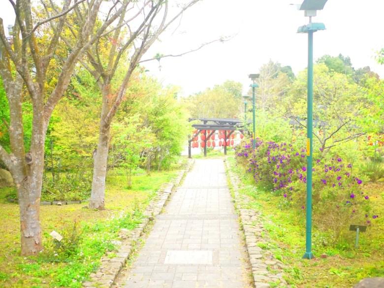 前為紅白燈籠步道 | 網美景點 | 石馬公園 | 櫻花公園 | 日式公園 | 巡日旅行攝