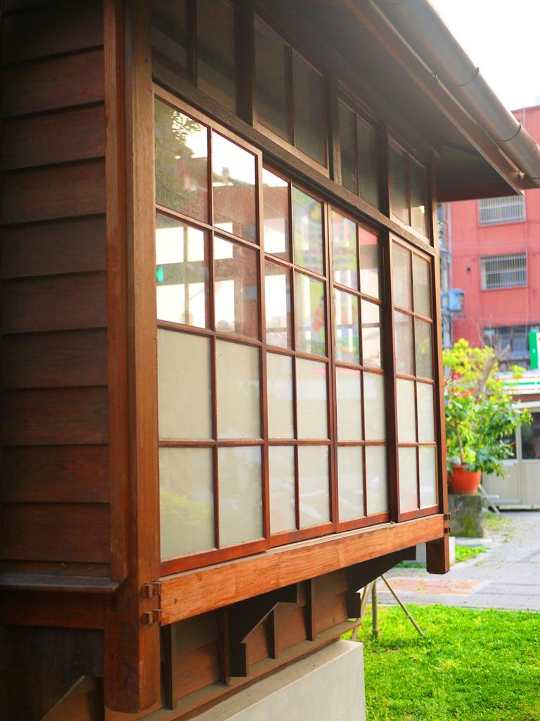 美麗的日式建築 | 日式宿舍一隅 | 第一棟日式宿舍建築 | 16號 | 一戶建校長官舍 | 判任甲種官舍 | 紅葉 | 楓紅 | 槭樹 | 原東勢公學校宿舍 | RoundtripJp