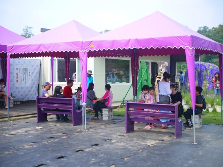 滿滿薰衣草紫色風格的的休息區 | 農場商品販售部 | 臺灣旅人 | Touwu | Miaoli | RoundtripJp
