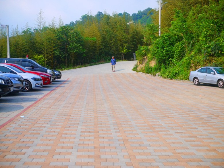 烏嘎彥竹林前免費停車場 | 畫面右後方為烏嘎彥竹林入口 | タイアン | ミアオリー | 和風臺灣 | 巡日旅行攝