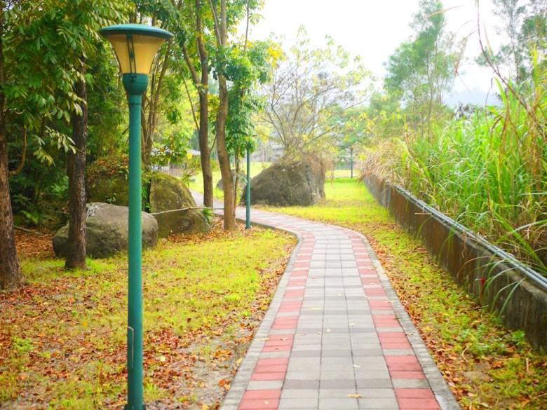 青い溪流清水溪旁步道   大片草地   Takeyama   Zhushan   Nantou   RoundtripJp