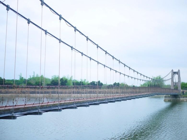 虎頭埤之上的虎月吊橋 | Huyue Suspension Bridge | 結緣聖地 | 情人橋 | 虎頭埤風景區內 | 新化 | 台南 | 巡日旅行攝