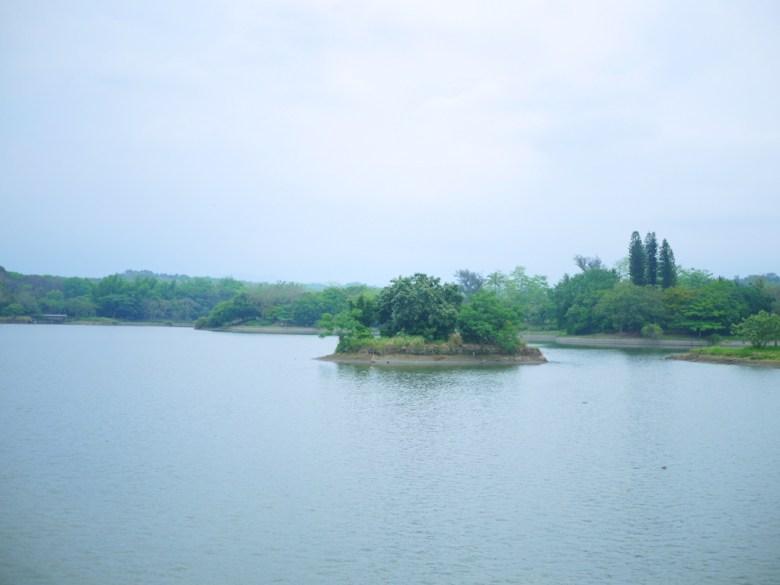 湖光山色 | 自然風光 | 湖面上的小島 | 虎頭埤風景區內 | 新化 | 台南 | RoundtripJp