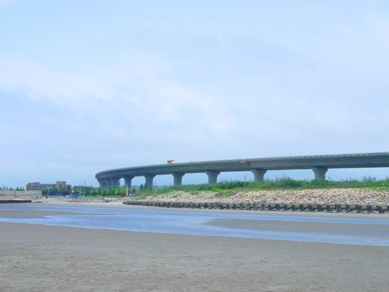 全台最美濱海公路台61線   藍天白雲   西海岸   秘境沙灘   苑港觀光漁港秘境海灘   ユエンリー   ミアオリー   RoundtripJp