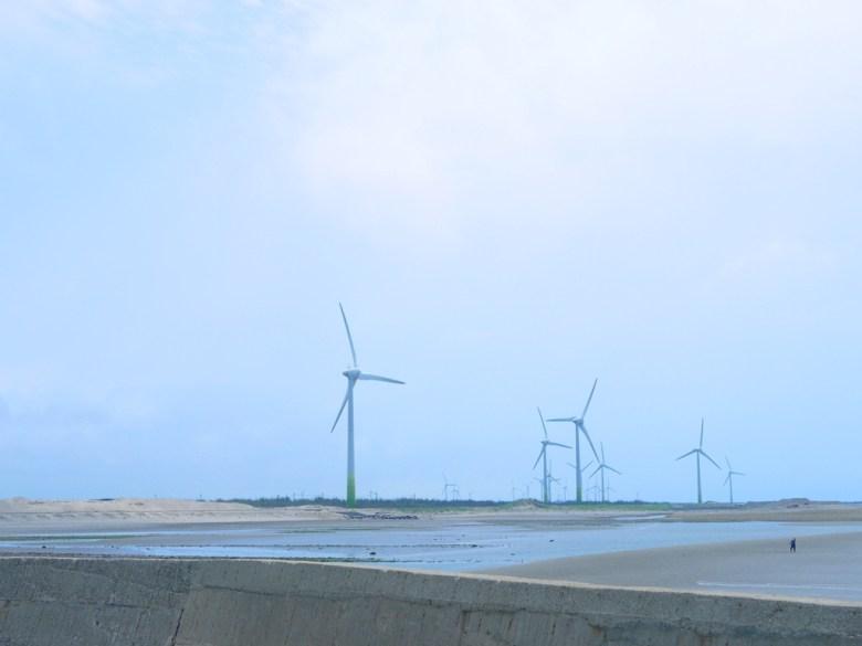 沿岸風機   風車   綠能發電   台灣旅人   沙灘   苗栗苑裡漁港   ユエンリー   ミアオリー   巡日旅行攝