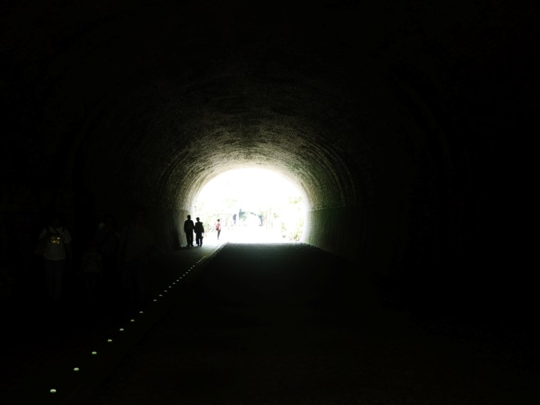 崎頂二號隧道內 | 黑暗隧道口的一抹光線 | チーディン | ジューナン | ミアオリー | RoundtripJp