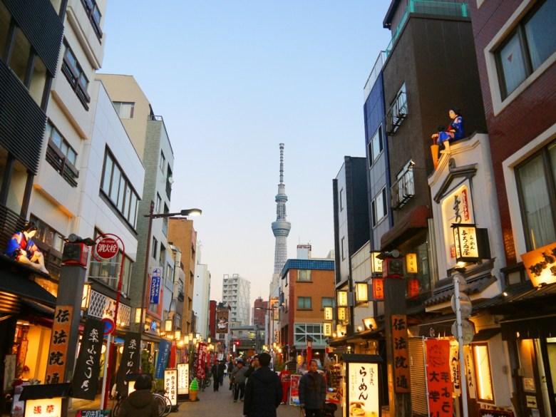 晴空塔與淺草傳法院通   淺草老街一隅   日式風情   科技與傳統   東京日常   日本   Japan   巡日旅行攝