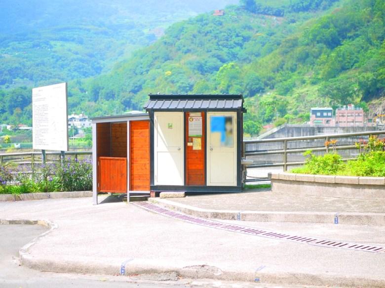 小巧迷人又方便的小木屋洗手間 | 旁邊為士林假日市集 | タイアン | たいあん | ミアオリー | Wafu Taiwan | 巡日旅行攝 | RoundtripJp