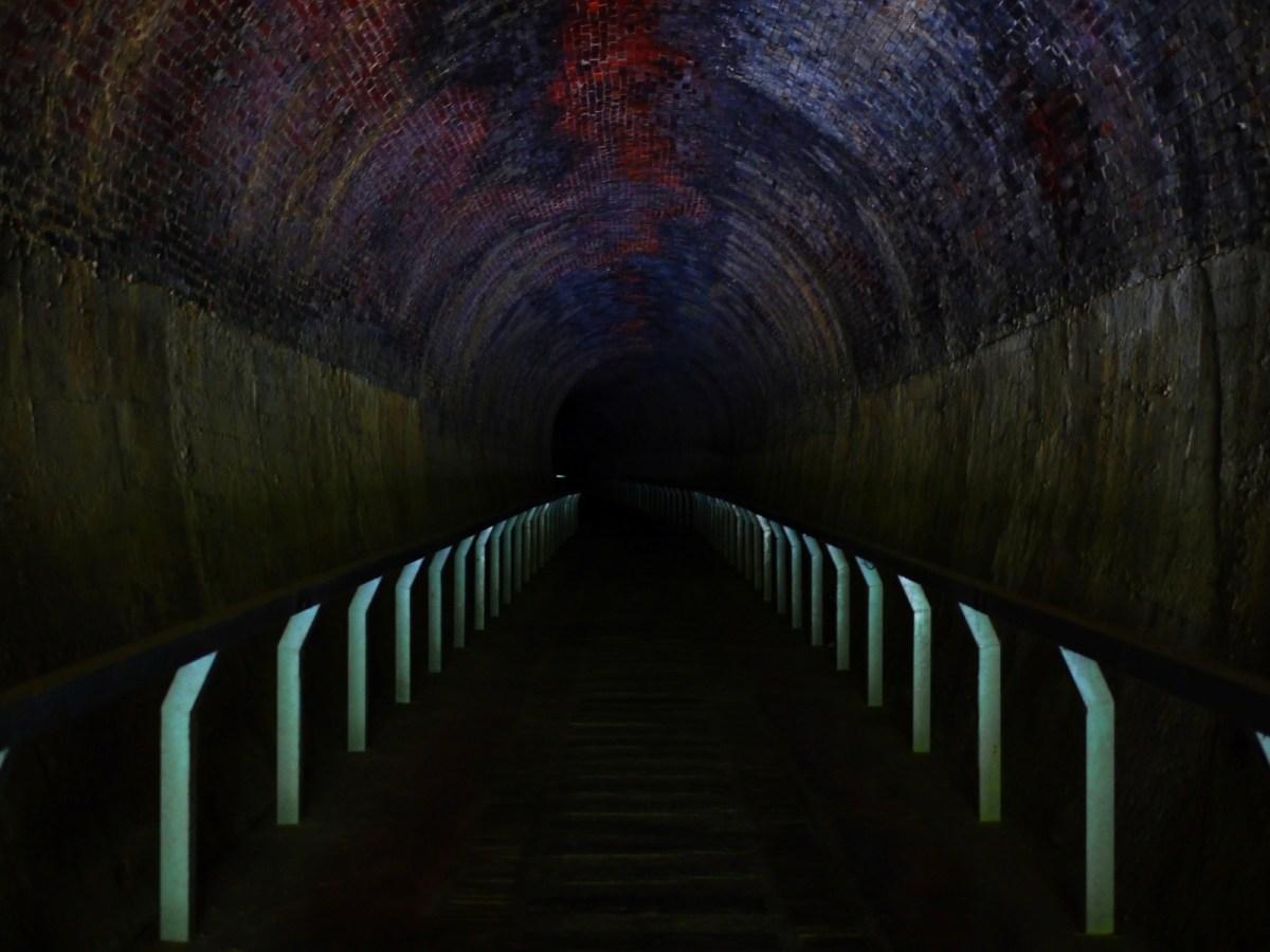 彷彿穿越時空黑洞 | 伸手不見五指 |超暗黑的火車隧道 | 隧道內非常涼爽 | ホウロン | こうりゅう | ミアオリー | Wafu Taiwan | 巡日旅行攝 | RoundtripJp