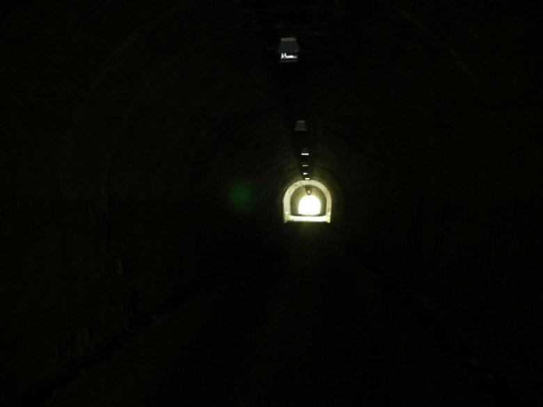 黑暗隧道 | 長青隧道 | 兩個隧道連接 | 中間有小橋梁、絕美一線天 | ツァオトゥン | そうとん | ナントウ | 和風巡禮 | 巡日旅行攝 | RoundtripJp