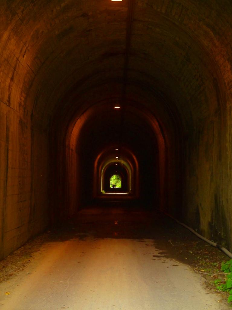 光明隧道 | 雙龍隧道 | 單向隧道 | 高度較高 | 完工於民國63年(西元1974年) | 草屯 | 南投 | Caotun | Nantou | Wafu Taiwan | 巡日旅行攝 | RoundtripJp