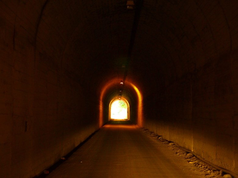 光明隧道 | 雙龍隧道 | 單向通行 | 單車旅遊路線 | 人車稀少 | 草屯 | 南投 | Caotun | Nantou | Wafu Taiwan | 巡日旅行攝 | RoundtripJp