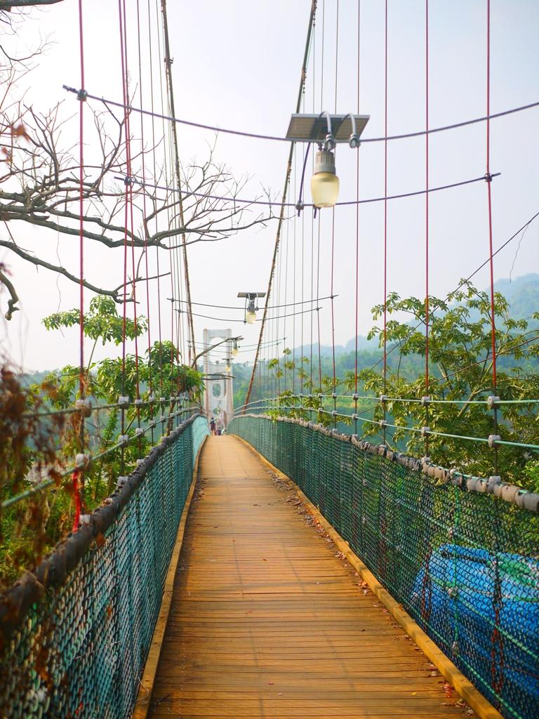 紅綠黃白相襯的絕美吊橋 | 鄉村田野風格 | 充滿挑戰感 | Caotun | Nantou | Wafu Taiwan | 巡日旅行攝 | RoundtripJp