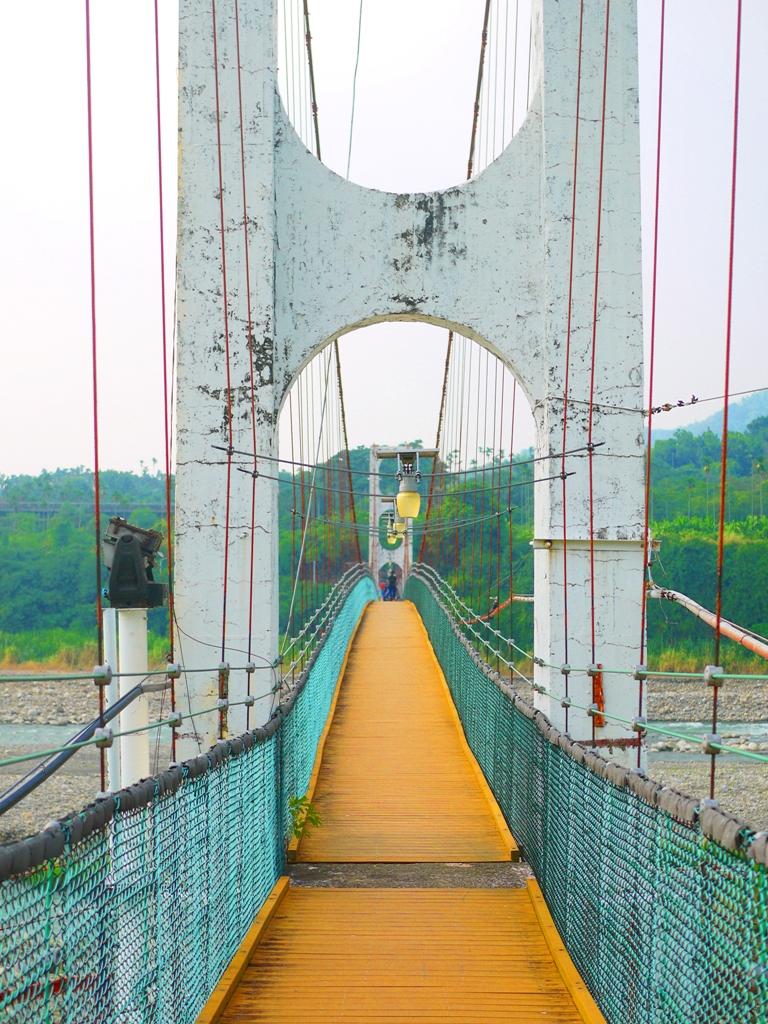 雙橋墩設計 | 充滿歷史感的吊橋 | 依山傍水 | 台灣旅人 | Caotun | Nantou | Wafu Taiwan | 巡日旅行攝 | RoundtripJp